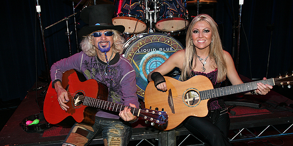Acoustic Band Groveler and Nikki